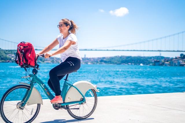 Comment bien choisir son vélo électrique pliable en boutique ?